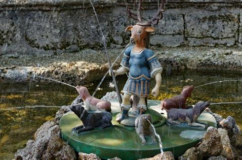 Brunnen mit Hirschfigur