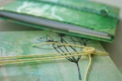 Grüne Notizbücher